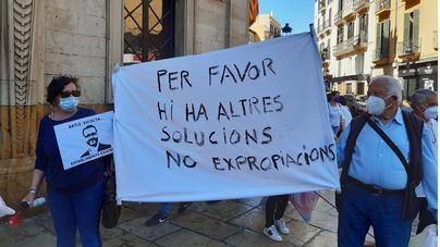 Concentración frente a Cort para reclamar 'alternativas a las expropiaciones' en Establiments