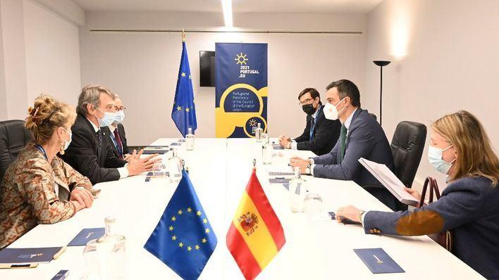 Sánchez traslada al presidente del Parlamento Europeo la urgencia del certificado verde digital