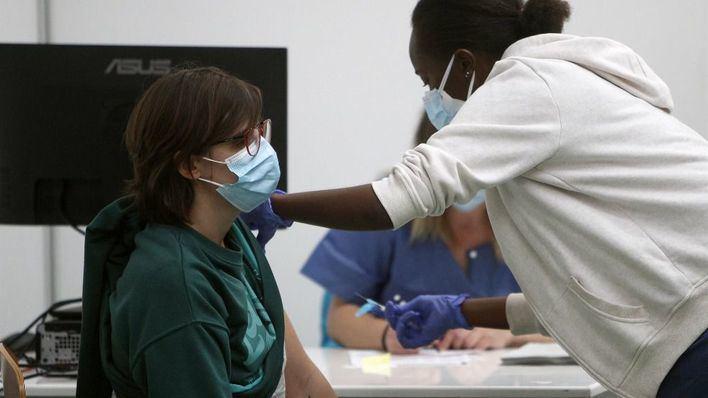 La población de 55 a 59 años ya puede pedir cita para vacunarse
