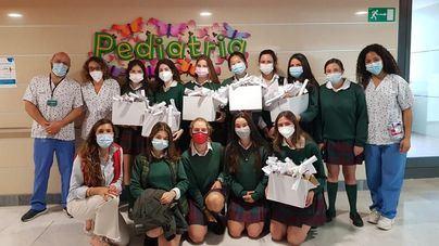 Alumnas del colegio Aixa-Llaüt se vuelcan en un proyecto solidario para personas enfermas o que viven en soledad
