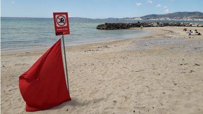 Bandera roja en la playa de Can Pere Antoni por vertidos de aguas residuales