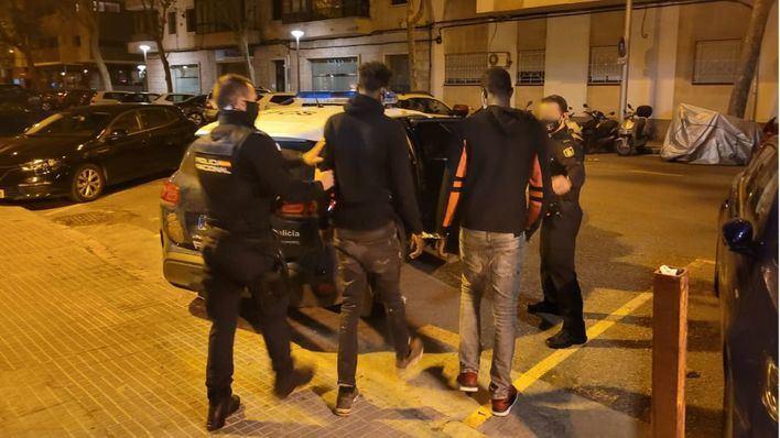 Intimidan a un joven en Pere Garau con una botella de vino para sustraerle el móvil