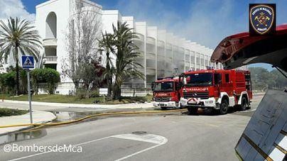 Un herido grave en un incendio tras explosionar el cuadro eléctrico de un hotel en Platges de Muro