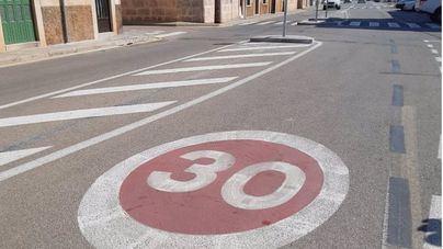 El Consell coloca hasta 203 señales de reducción de velocidad a 30 kilómetros por hora en núcleos urbanos