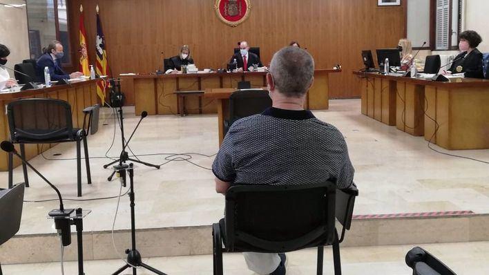 El Fiscal rebaja a 20 años la petición de cárcel para el profesor acusado de abusos a sus alumnas