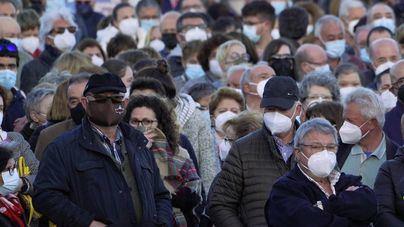 La pandemia retrocede en España, con 1.800 diagnósticos diarios menos que el viernes anterior