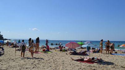 Cort vuelve a cerrar la playa de Cala Mayor por exceso de aforo