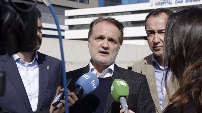 Cs pide a Maxo Benalal que deje su acta de diputado tras ser suspendido de militancia