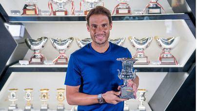 Rafa Nadal deposita en su museo de Manacor los recientes trofeos de Barcelona y Roma