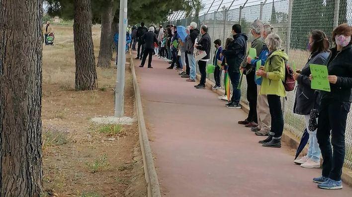 Unas 800 personas forman una cadena humana contra el parque foltovoltaico de Son Bonet