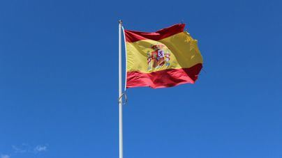 Himno nacional, fotos del Rey y bandera española en los colegios de Murcia