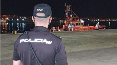 Interceptadas dos nuevas pateras con 22 migrantes en aguas de Cabrera