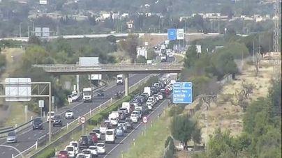 Un accidente provoca colas kilométricas en la autopista Inca-Palma