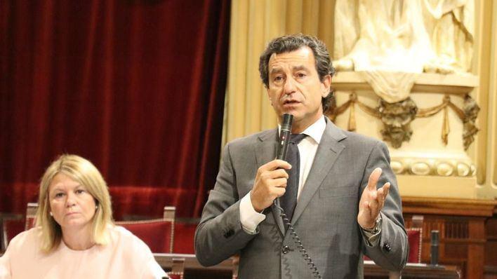 Company, ovacionado en su última intervención en el Parlament