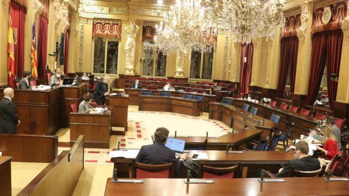 El Parlament rechaza modificaciones tributarias que afectan a los pactos sucesorios