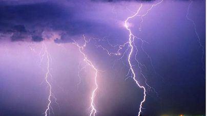 Cielo poco nuboso tras una noche de tormentas y rayos en Baleares