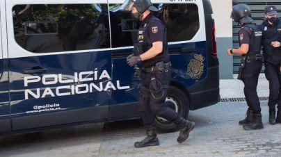 Muere una pareja de turistas en Ibiza al caer desde una cuarta planta