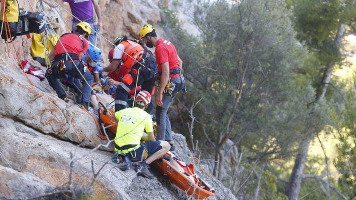 Los Bomberos de Mallorca y el SAMU realizan un simulacro de rescate en Port de Sóller