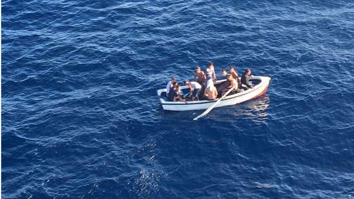 Localizan una patera con 17 migrantes en la costa de Calvià