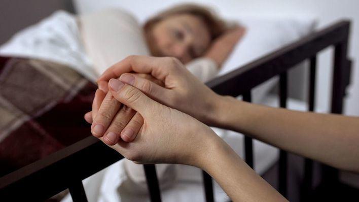 Salut reconoce que 'al principio' habrá pocos médicos que acepten practicar la eutanasia