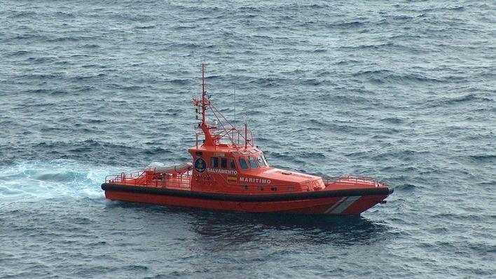 Salvamento Marítimo remolca hasta Ciutadella un barco que se hallaba a la deriva