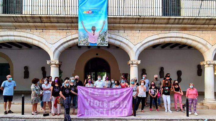 Mallorca se une al dolor por las niñas de Tenerife y clama contra la violencia machista