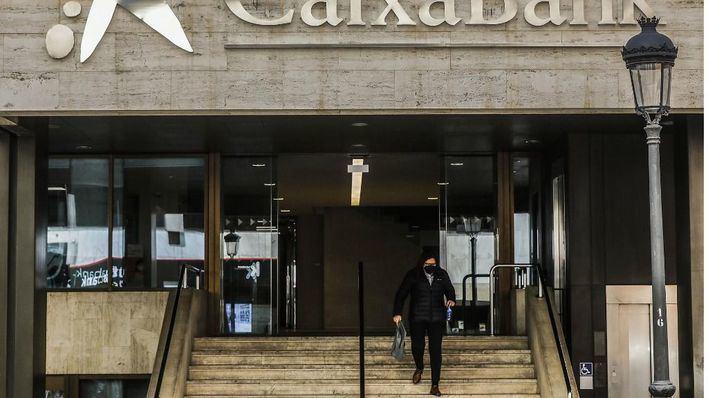 CaixaBank pide 'máxima cautela' a sus clientes ante ciberataques aprovechando la fusión