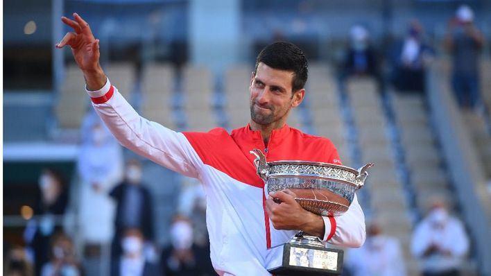 Un Djokovic ajeno al desaliento conquista Roland Garros