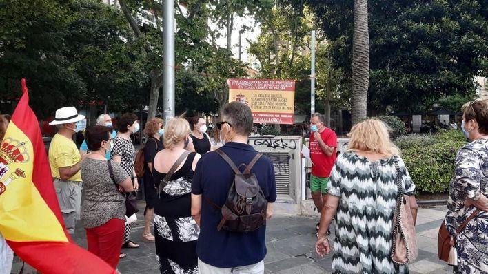 Unas 20 personas se concentran en Palma en protesta contra los indultos por el 'procés'