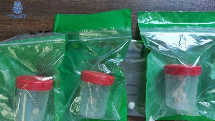 Se traga nueve papelinas de heroína al ser sorprendido pasando droga en Son Gotleu