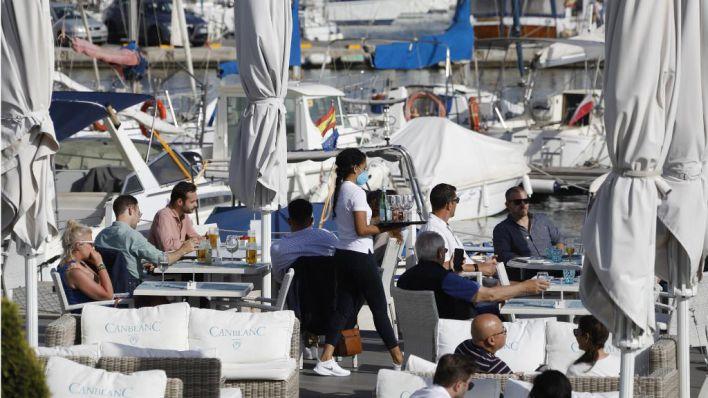Salut habilita una nueva línea telefónica de información Covid para turistas en Baleares