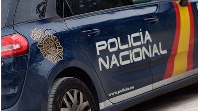 Detenido por hacerse pasar por policía para amenazar y robar a una joven