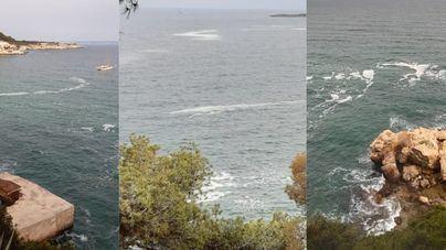 Denuncian vertidos en aguas de Cala Nova