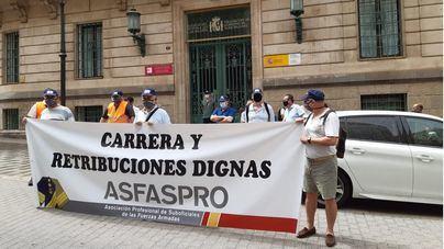 Concentración ante Delegación del Gobierno de suboficiales de las Fuerzas Armadas por una profesión y salarios dignos