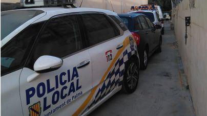 Policía y Bomberos evitan el suicidio de un joven en sa Riera