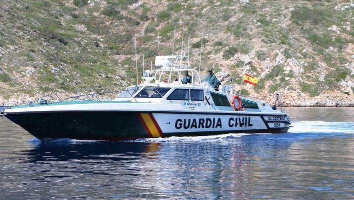 Rescatadas cinco personas tras naufragar su velero en Ibiza
