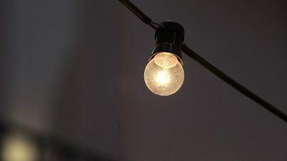 La luz, por las nubes: un 46,5 por ciento de aumento en junio, mientras el Gobierno plantea reducir el IVA