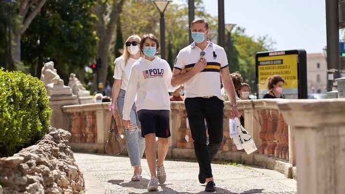 El Gobierno flexibiliza el uso de las mascarillas en exteriores a partir del sábado
