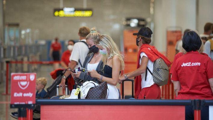 El Govern pide a Madrid 'controles estrictos' ante la llegada de pasajeros de Reino Unido