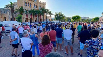 Ciutadella estalla: cientos de personas protestan por los botellones de Sant Joan