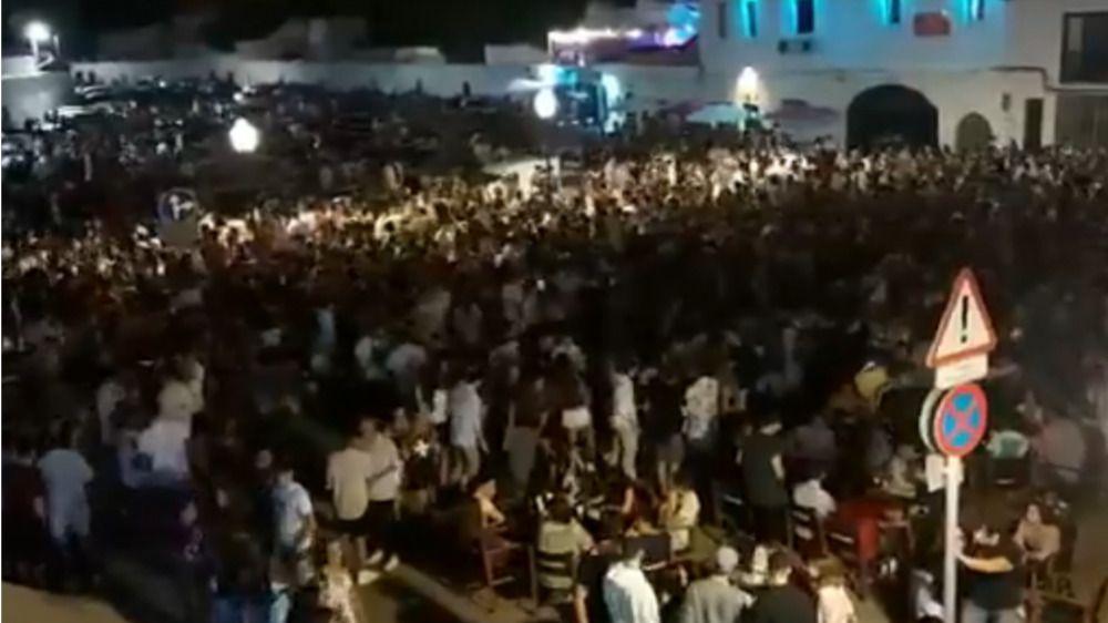 Brote de Covid en Ciutadella con más de 20 jóvenes contagiados