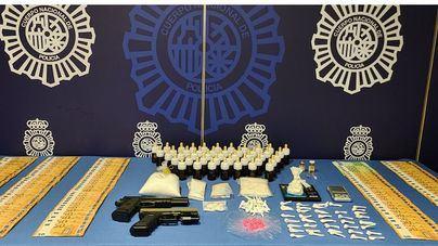 Tres detenidos con 2,7 kilos de drogas de diseño y dos armas simuladas