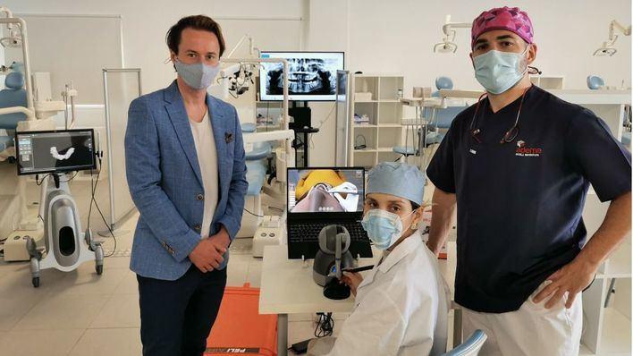 ADEMA instala el primer simulador dental virtual 3D háptico portátil del mundo