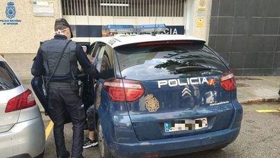 Detenido por agredir a un turista con una defensa extensible