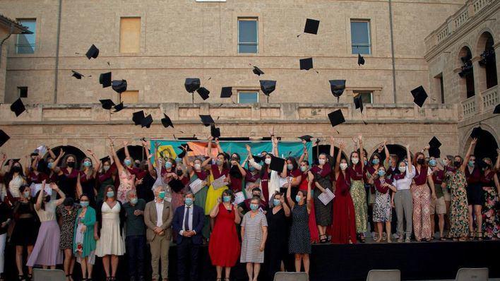 Graduación de la Escuela Universitaria Adema en el Pati de la Misericordia