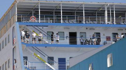 Cuatro estudiantes madrileños trasladados en el 'ferry burbuja' dan positivo