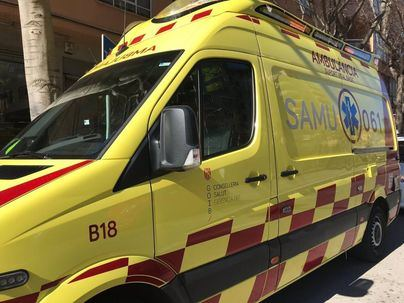 En estado crítico dos jóvenes tras chocar su moto contra un coche en Ibiza