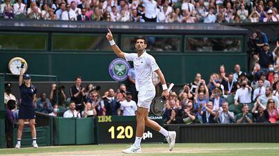 Djokovic gana Wimbledon y alcanza el trono de Nadal y Federer