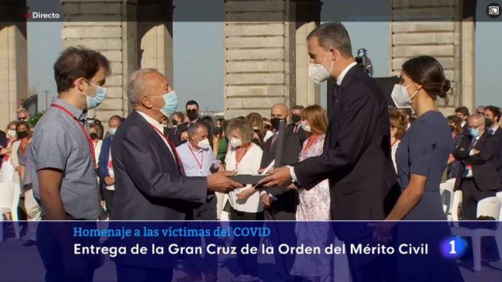 Familiares de la doctora Veleva, muerta por Covid en Mallorca, recogen la Gran Cruz del Mérito Civil