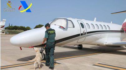Detenido un hombre llegado en vuelo privado a Ibiza por tráfico de drogas